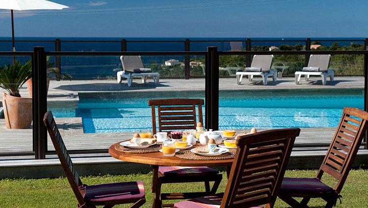 Déjeuner-bord-piscine Farinole