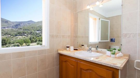 Salle-de-bain-villa-Saleccia